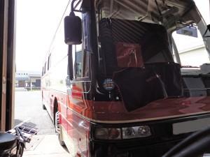 バスのフロントガラスリペア