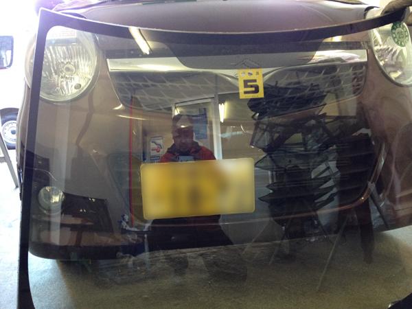 MRワゴンのフロントガラス交換