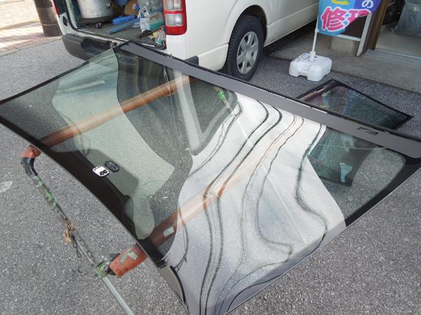 ベンツのフロントガラス交換