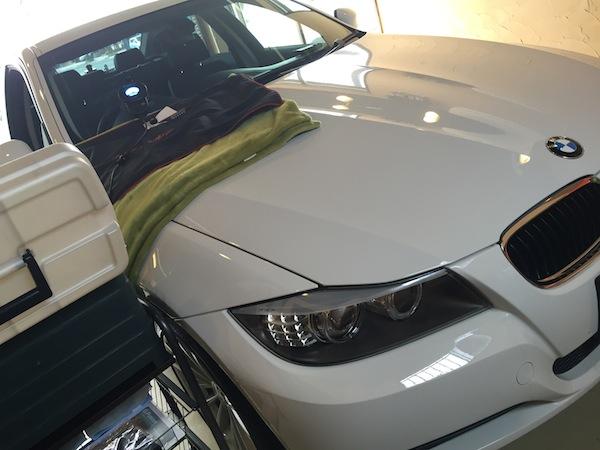 BMW 320iのフロントガラスリペア