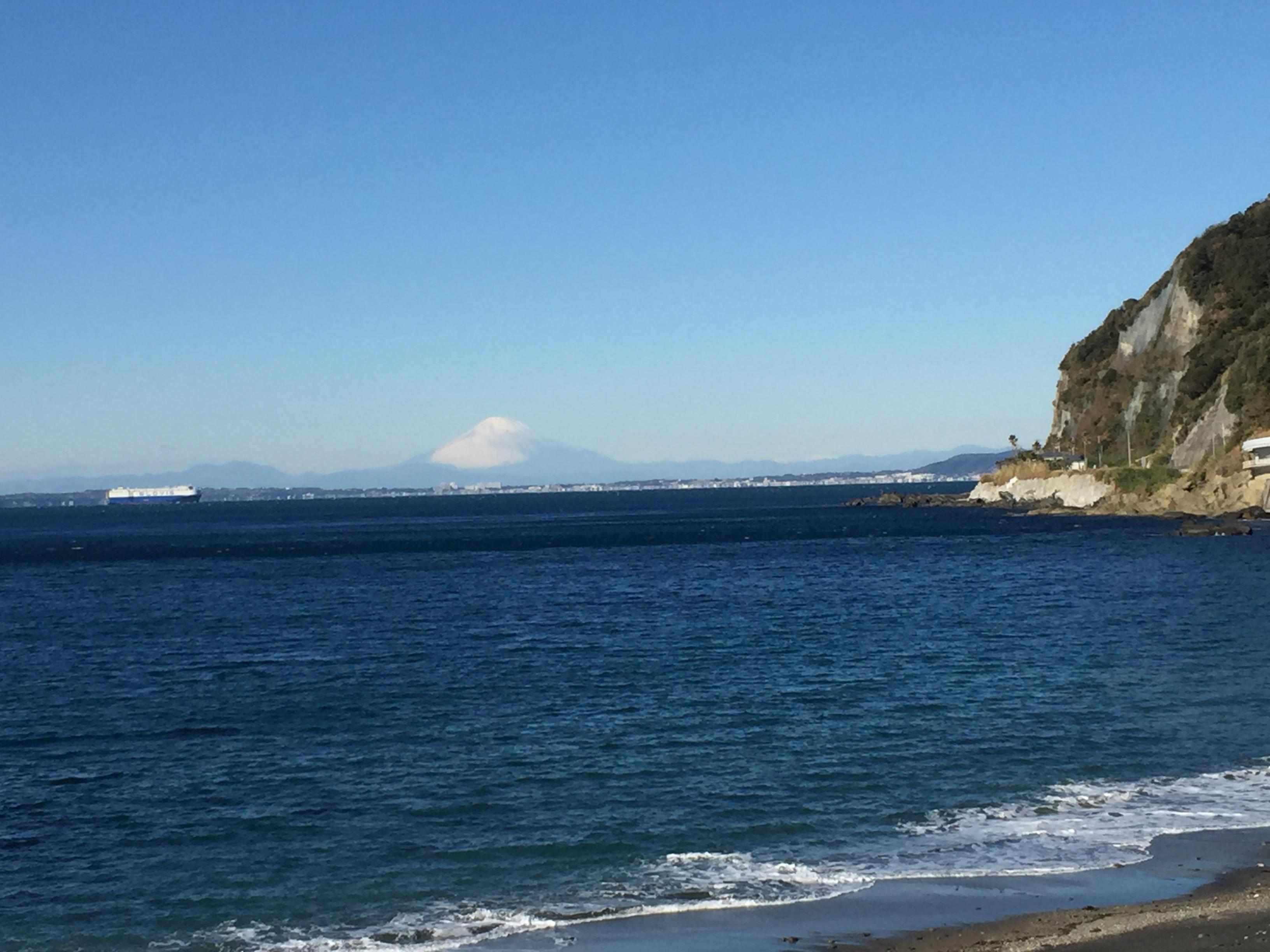 対岸に見える富士山