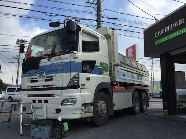 ダンプのフロントガラスリペア|横浜市